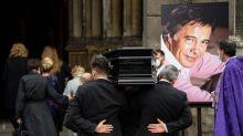 Guy Bedos : un dernier adieu à l'humoriste à Paris, entre chansons et émotion