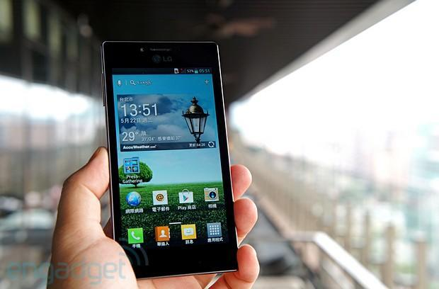 LG invites you to splash around with Optimus GJ, a water-resistant phone for Taiwan