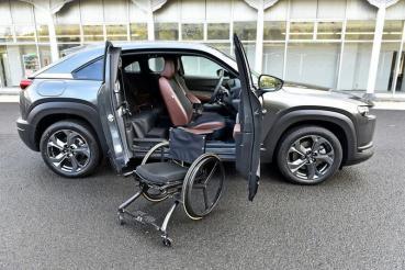 對開式車門讓尺碼不大的Mazda MX-30也能變成福祉車