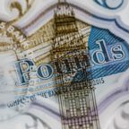 Pound Gains for Fifth Day Against Euro as May Survives to Fight