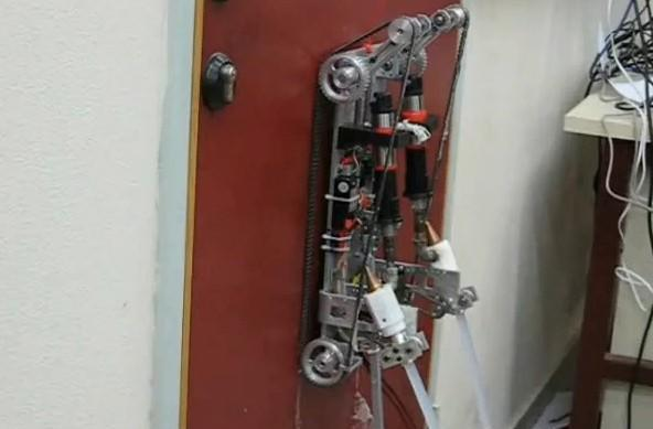 Ben-Gurion University's wall-climbing robots scale defenses, haunt nightmares, stain faux-finishes (video)