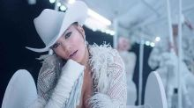 Jennifer Lopez exhibe sus atributos y movimientos de stripper