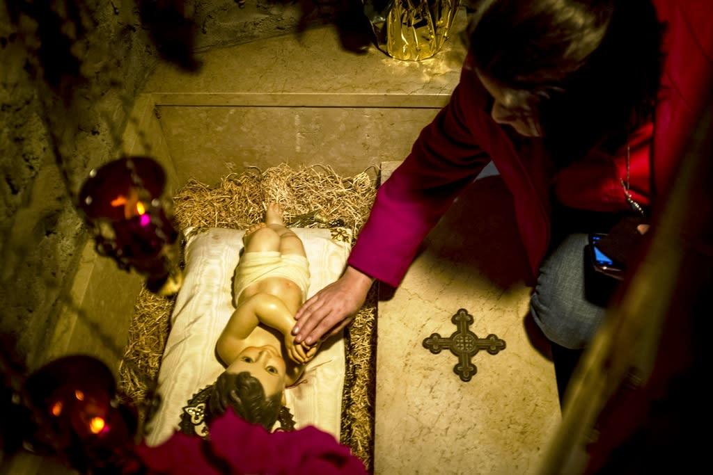 Woman Steals Baby Jesus Statue In Pennsylvania