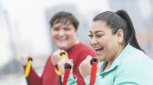 Pessoas com sobrepeso são mais propensas à felicidade do que as magras, revela estudo