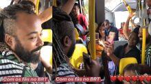 BBB19: Rodrigo tira fotos com fãs no transporte público