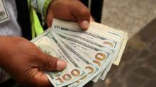 Dólar extiende recuperación, operadores esperan subastas deuda Tesoro EEUU