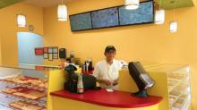 Filho vê o pai desolado por perceber sua nova loja de donuts vazia – e postagem viraliza