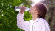 Você não deve beber dois litros de água por dia, e a ciência explica o motivo