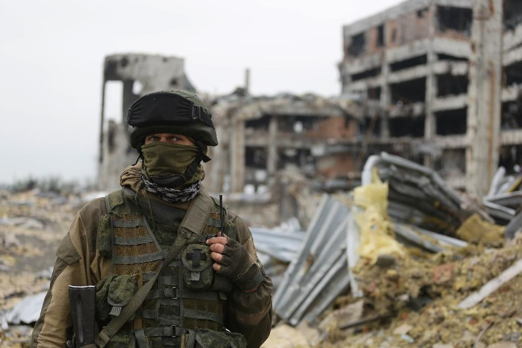 A pro-Russian separatist guards Donetsk International Airport in eastern Ukraine (AFP Photo/Aleksey FILIPPOV)