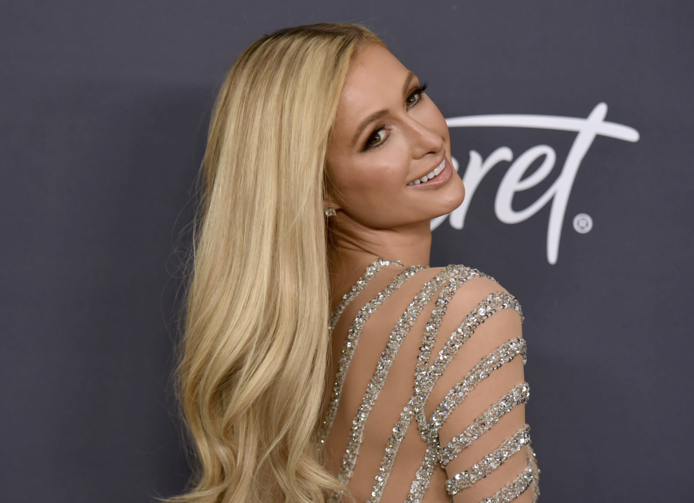 Paris Hilton makes comeback in hilarious online cooking video making lasagne