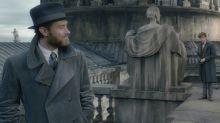 Jude Law als Dumbledore: Heiß - aber warum trägt er Muggel-Kleidung?