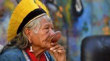 Très affaibli, le cacique indigène Raoni hospitalisé au Brésil