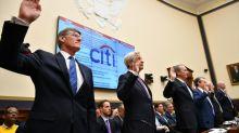 De olho na Casa Branca, democratas desafiam Wall Street