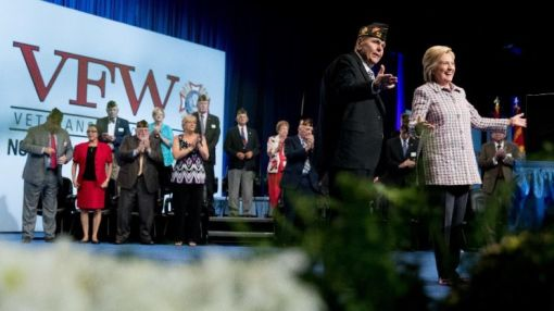 Clinton swipes at Trump in speech to U.S. veterans