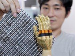 """Japanese researchers craft """"e-skin"""" to let robots feel"""