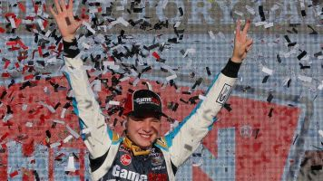 Bell wins, clinches spot in Xfinity title race