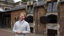 El príncipe Harry deja a un lado la formalidad para anunciar que es papá