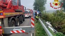 Brescia, 57enne muore in un'incidente: avrebbe perso il controllo della vettura che si è ribaltato in un fosso