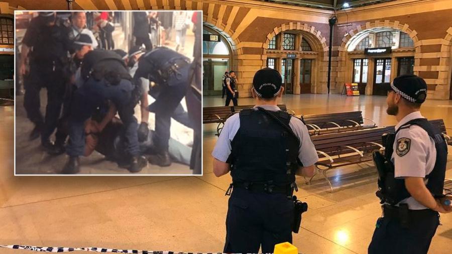Police officer stabbed in the back at Sydney's Central Station