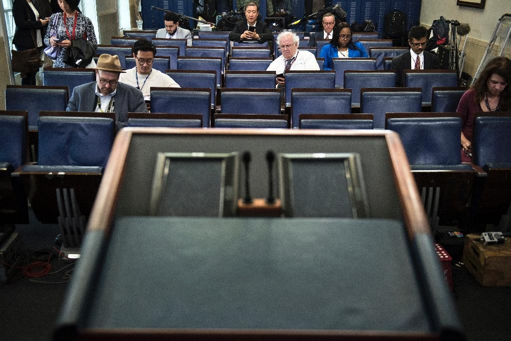 An empty podium is seen at an off-camera briefing held with a small group of reporters and White House Press Secretary Sean Spicer in the White House February 24, 2017 (AFP Photo/Brendan Smialowski)