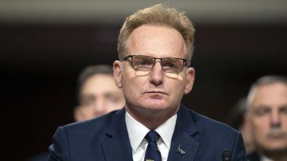 Navy secretary reverses course, apologizes