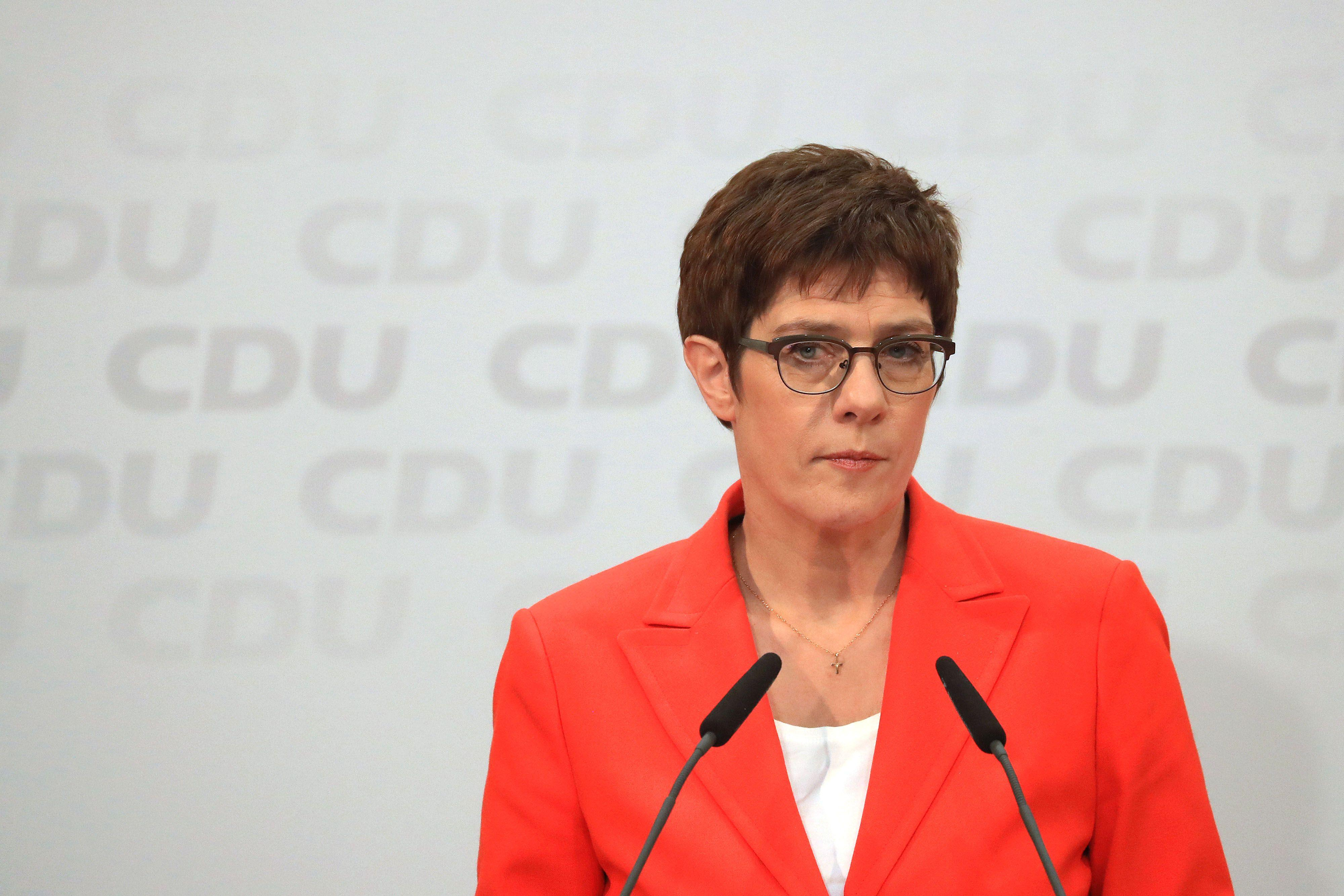 Merkel Party Leader Gets Unanimous Backing for Thuringia Plan