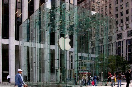 Fifth Avenue Apple Store experiences a water leak