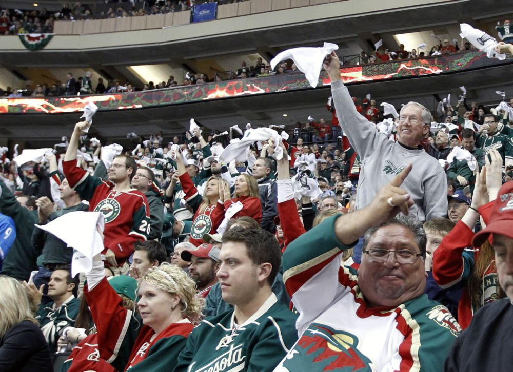 Wild jump back in series, top Hawks 4-0 in Game 3