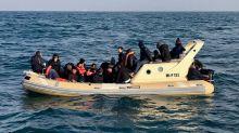 Mais de 30 migrantes são interceptados no Canal da Mancha