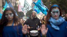 Activistas de Extinction Rebellion se manifiestan en defensa de los océanos