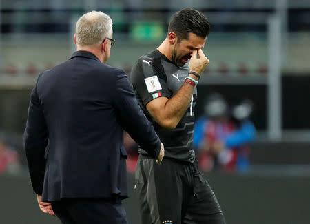 Gianluigi Buffon llora luego de la eliminación de Italia a manos de Suecia. San Siro, Milan