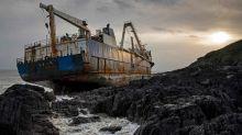 As impressionantes imagens do navio fantasma que encalhou na Irlanda após atravessar o Oceano Atlântico