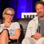 'X-Files' stars Gillian Anderson and David Duchovny take a knee in solidarity