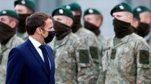 Emmanuel Macron achève sa visite en Lituanie sur la base militaire de Rukla