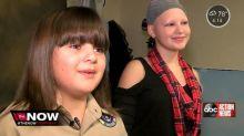 Garoto de 10 anos deixa o cabelo crescer para fazer uma peruca para sua amiga doente