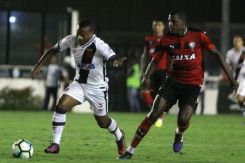 Vasco divulga relacionados para jogo contra o Flamengo com novidades