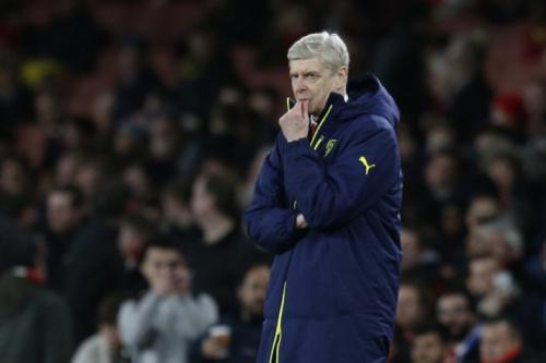 Wenger destaca interferência da arbitragem em virada do Barcelona