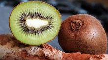 Reposez ce couteau ! Oui, vous pouvez manger la peau du kiwi, c'est même excellent pour la santé