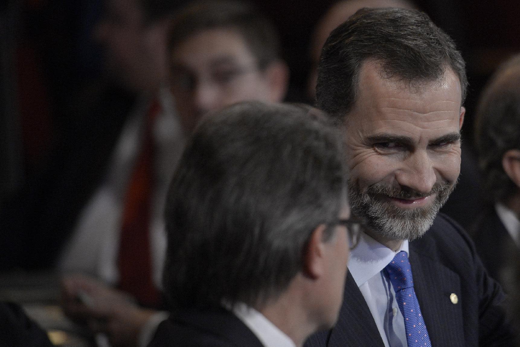 "Spain's King Felipe VI looks at the president of Catalonia's regional government Artur Mas during the ""Fomento del Trabajo Nacional"" awards ceremony in Barcelona, on December 11, 2014"