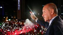 Erdogan amplia poderes com reeleição e maioria parlamentar na Turquia