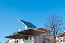 Strawberry Tree brings free, solar-powered charging to Belgrade's BlackBerrys, more (video)