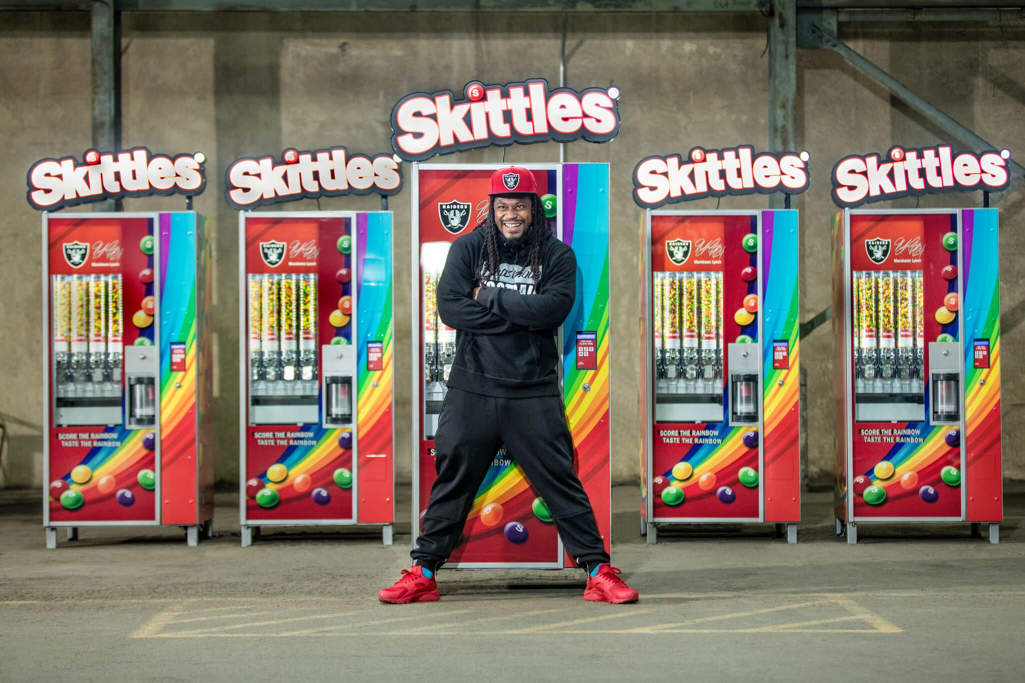 Marshawn Lynch House >> Marshawn Lynch gives free Skittles to his city