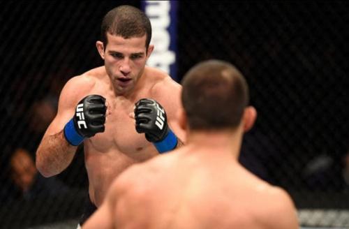 De olho em top 15, Tanquinho vibra com luta contra Sterling no UFC