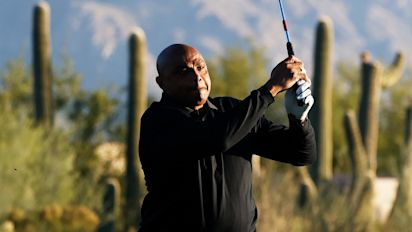 Mickelson delivers perfect gift to Barkley