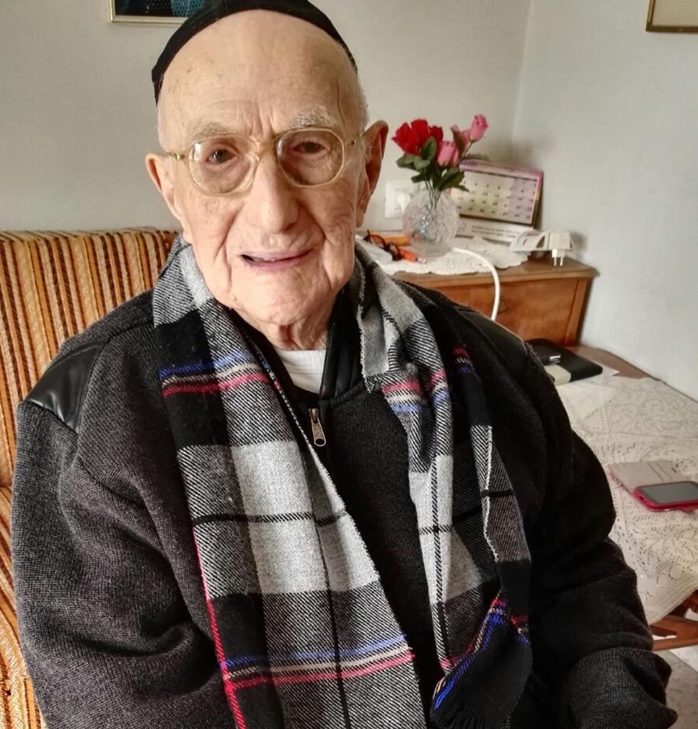 Yisrael Kristal pictured on January 22, 2016 at his home in the Israeli city of Haifa (AFP Photo/SHULA KOPERSHTOUK)