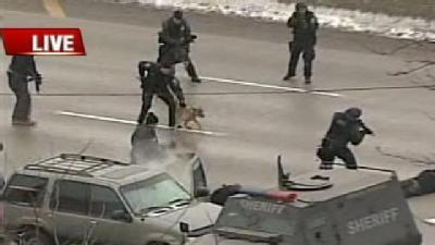 WATCH STANDOFF UNFOLD: Squad Gets People Out Of SUV