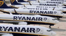 Ryanair pilots agree to 20% pay cut in attempt to limit job losses