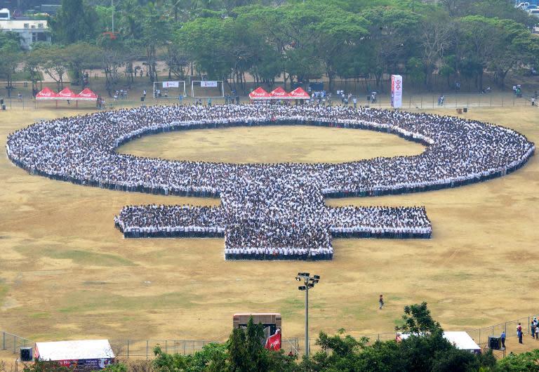 Philippines Bid To Set Record For Biggest Woman Symbol