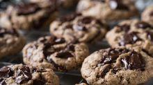 Cyril Lignac dévoile sa célèbre recette des cookies aux deux chocolats et on rêve de les déguster