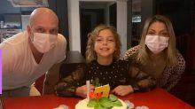 De máscaras, Sheila Mello e Fernando Scherer celebram aniversário da filha